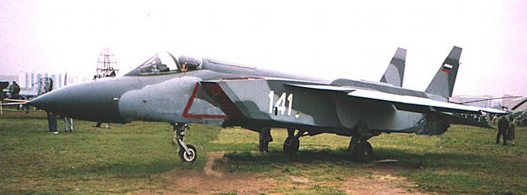 Jak-141_01.jpg